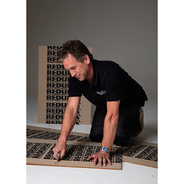 Sound reducing underfloor, especially for wood and laminate flooring